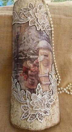 Tile decorated with pasta and textured pastes acrylics decoupage papers weaving Decoupage Jars, Decoupage Paper, Wine Bottle Art, Wine Bottle Crafts, Diy Home Crafts, Diy Craft Projects, Paper Weaving, Altered Bottles, Christmas Crafts