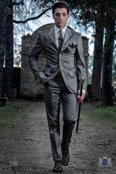 Traje de moda italiano gris con apliques metálicos 2e0e566bdeba