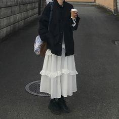 Korean Fashion – How to Dress up Korean Style – Designer Fashion Tips Aesthetic Fashion, Look Fashion, Aesthetic Clothes, Korean Fashion, Gothic Fashion, Winter Fashion, 2000s Fashion, Japan Fashion, Fashion Design