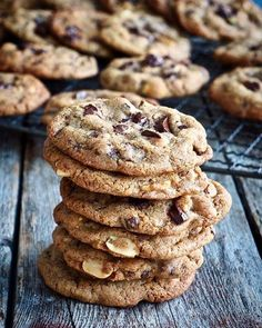 Fantastic good cookies with chocolate and peanuts- Fantastisk gode cookies med sjokolade og peanøtter Fantastic good cookies with chocolate and peanuts # peanuts - Breakfast Casserole With Biscuits, Types Of Cakes, Cookies Et Biscuits, Healthy Desserts, No Bake Cake, Eat Cake, Cake Recipes, Food And Drink, Cooking Recipes