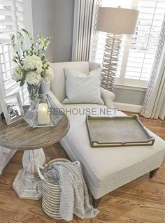 Are you searching for pictures for farmhouse living room? Browse around this site for cool farmhouse living room images. This amazing farmhouse living room ideas looks completely amazing. Small Master Bedroom, Master Bedroom Design, Home Bedroom, Diy Bedroom Decor, Bedroom Inspo, Bedroom Nook, Bedroom Corner, Chaise Lounge Bedroom, Spare Bedroom Ideas