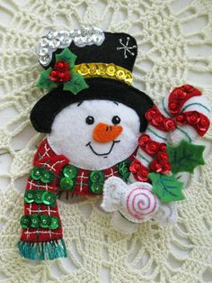 bucilla dropping in 6 Christmas Ornament Crafts, Snowman Crafts, Christmas Themes, Felt Crafts, Christmas Decorations, Handmade Ornaments, Felt Ornaments, Handmade Christmas, Vintage Christmas
