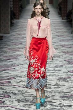 See the complete Gucci Spring 2016 Ready-to-Wear collection.