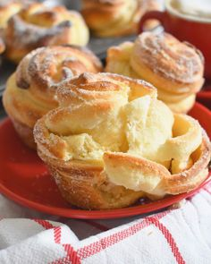 When a croissant meets a muffin amazing things happen! Tell me, can you think of something better than starting your day with one of these soft and flaky, buttery and perfectly sweet CRUFFINS, next to a steamy-hot cup of coffee? Brunch Recipes, Sweet Recipes, Breakfast Recipes, Dessert Recipes, Quick And Easy Recipes, Breakfast Pastries, Dessert Bread, Quick Easy Meals, Dinner Recipes