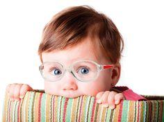 Meu pequeno usa óculos... e agora? Não transforme isto em um bicho de sete cabeças, venha ver como tornar esta experiência em algo maravilhoso. Acredite!