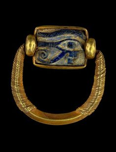 Swivel ring with wedjat amulet-gold and lapis lazuli-21th dynasty-reign of Psusennes I cairo egyptian museum-swivel ring with wedjat amulet