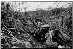 El Salvador, Soldiers under fire. Salvadoran Civil War, Photographer Portfolio, Documentary Photographers, Magnum Photos, Documentaries, Couple Photos, Photography, Image, Soldiers