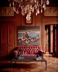 C'est tout près de sa galerie du faubourg Saint-Honoré à Paris, dans un hôtel particulier aux splendeurs de palais, que l'antiquaire Benjamin Steinitz a élu domicile. Photo by Paul Lepreux.