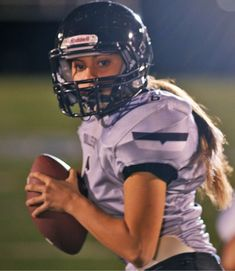 Karlie Harmon is the quarterback of her youth tackle football team in a Heads Up… – American Football Girls Playing Football, Girl Football Player, American Football Rules, American Football Players, Tackle Football, Flag Football, Football Stuff, College Football, Football Lines