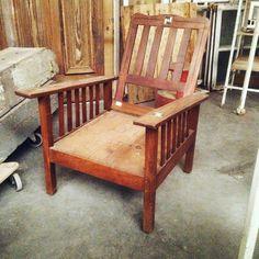 fauteuil de repos en acajou massif comportant incrustation de nacre bois d'ébène . XX siècle .