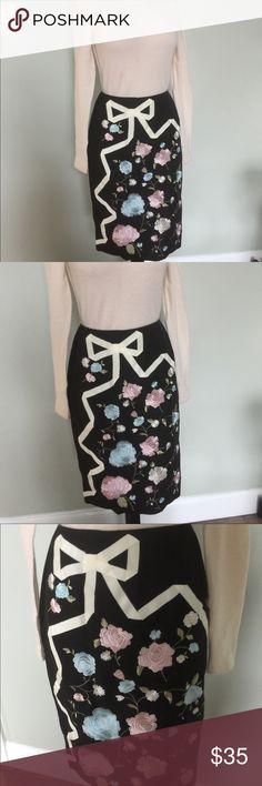 Oscar de la Renta embroidered Skirt Bows& Flowers Very pretty Skirt by Oscar da la Renta.sz 6P.Great condition.zip back.Beautiful embroidered Floral and bow design.79%silk/30% cotton. Oscar de la Renta Skirts Pencil