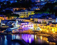 Italia, Insula Ischia, 5 nopti + demipensiune si transport inclus, de la 359 euro Euro, Holidays, Mansions, House Styles, Home Decor, Italia, Holidays Events, Decoration Home, Room Decor