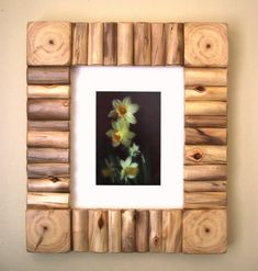 Rustic Wood Frame - Rustic Photo Frame - Rustic Picture Frame - Log Decor - 8 x 10 Frame (Outside ap Rustic Picture Frames, Barn Wood Frames, Picture On Wood, Picture Photo, Log Decor, Rustic Pictures, Wood Shop Projects, Frame Crafts, Decoration