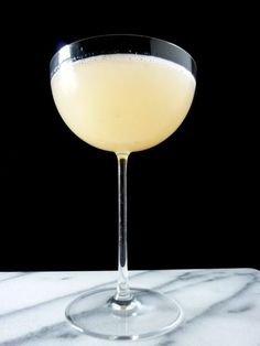 The bohemian cocktail is a delicious well-balanced drink. Just use freshly squeezed grapefruit juice, gin, st. Craft Cocktails, Summer Cocktails, Party Drinks, Cocktail Drinks, Cocktail Recipes, Alcoholic Drinks, Beverages, Cocktail Ideas, Bourbon Drinks