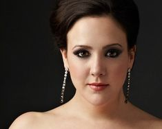 Susanna Phillips brings soprano star-power to all-Strauss LPO opener in New Orleans Boston Music, Lyric Opera, Simple Updo, Opera Singers, Fat Women, Upcoming Events, Classical Music, Baroque, New Orleans