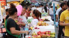 Chinatown Bangkok - Ein bisschen China in der thailändischen Hauptstadt Bangkok.  Die bekannteste Chinatown Thailands ist jene in der Hauptstadt Bangkok. Der Stadtteil Samphanthawong bildet entlang der Yaowarat Road der New Road (Thanon Charoen Krung) und auch dem Sampheng Lane (heute: Soi Wanit 1) eine große Ansammlung an Geschäften vor allem für Gold und Schmuck sowie Fisch-Restaurants am Abend.  Chinatown ist ein ganz besonderer Stadtteil der tailändischen Hauptstadt Bangkok. Man könnte…