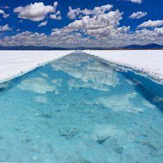 【RETRIP×アルゼンチン】 * 塩湖といえば南米ボリビアのウユニ塩湖が有名ですよね。しかし!南米にはもう一つは忘れてはいけない塩湖があるんです。それがここ、アルゼンチンのサリーナス・グランデス。見るものを虜にするその景色は、多くの旅人から絶賛されています。 * こちらは@soukiyk さんの素敵なお写真です。ありがとうございます!また、RETRIPではお写真をご紹介させていただけるパートナーを募集中です。お気軽にコメントをください♪ * #RETRIP #argentina #salinasgrandes #travelgram #beautiful #アルゼンチン #サリーナスグランデス #塩湖 #南米 #絶景 #死ぬまでには行きたい
