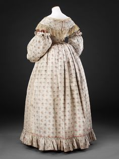 Dress with separate sleeves