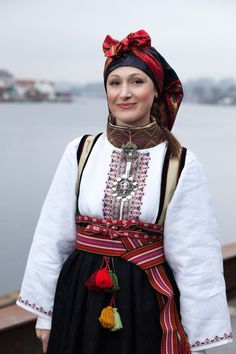 Rødtrøye Folk Costume, Costumes, Belly Dancers, Water Lilies, Traditional Outfits, Ukraine, Norway, Ethnic, Weaving