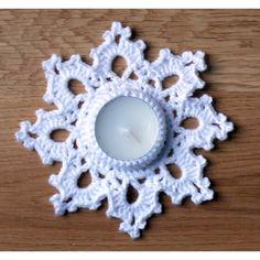 Vianočný svietnik  Materiál:  – priadza (háčkovať dvojitou priadzou) PICCOLO, alebo CATANIA, SUNNY – alebo lurexová priadza ANCHOR ARTISTE METALLIC  Háčik: č. 2,5