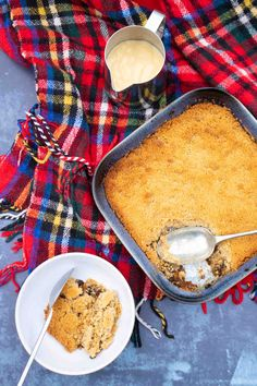 A deliciously sweet and warming apple and mincemeat Christmas crumble that's SO easy to make. Each mouthful oozes with festive spices, citrus and brandied mixed fruit from homemade mincemeat. It can also be made using a jar of mincemeat and a dash of Amaretto liqueur.