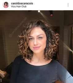 Brown Curly Hair, Curly Hair Tips, Wavy Hair, Her Hair, Curly Hair Styles, Bob Haircut Curly, Short Curly Haircuts, Medium Hair Cuts, Short Hair Cuts