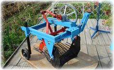 Handmade automatic potato digger for using in Market Garden 3 Point Attachments, Tractor Attachments, Farm Tools, Garden Tools, Potato Harvester, Potato Digger, Tractor Accessories, Atv Accessories, Tractor Implements