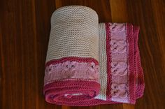 Knit this lovely owl-blanket for your cute baby owl or for a mummy-to-be as a present….