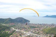 A 325 metros de altura, os visitantes do Morro de Santo Antônio têm uma vista privilegiada de todo o mar de Caraguatatuba e São Sebastião, além de uma parte de Ilhabela