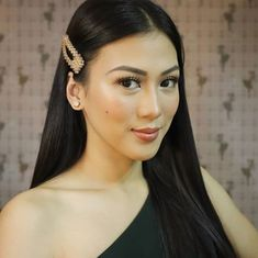 """Kapamilya actress-host Alex Gonzaga is now """"cancelledt"""" for many netizens after the persona non grata issue surfaced on social media. Odyssey Online, Alex G, Rodrigo Duterte, Filipina Beauty, Most Beautiful Faces, Celebs, Celebrities, Persona, Philippines"""