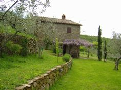 On stone  with land and swimming-pool this  #rustic house is  close by #Cortona and  #Trasimeno Lake  http://www.villainversilia.it/home.asp?idm=5412