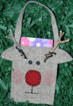 How to make Recycled Sweater -  Reindeer Gift Card Holder - DIY Craft Project with instructions from Craftbits.com