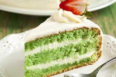 La torta alla menta con crema al cocco è un dolce ricco, bellissimo da portare a tavola anche nelle occasioni più eleganti. Ecco la ricetta