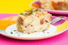Torta fácil de queijo, presunto e bacon. Receita lá no blog ou na página https://www.facebook.com/saldeflor/