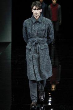 Cappotto grigio con cintura di Armani