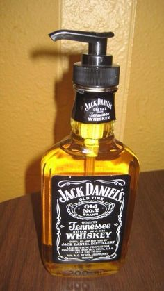 For a guy's bathroom.Jack Daniels Bottle into soap container. From empty bottle to soap container! Most twist top glass bottles fit standard dispenser tops. Definitely making these for gifts Diy Projects For Men, Craft Projects, Backyard Projects, Pallet Projects, Diy Pallet, Garden Pallet, Pallet Beds, Outdoor Pallet, Diy For Men
