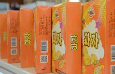인기를 끄는 강냉이제품들 -금옥강냉이제품전시장에서-1