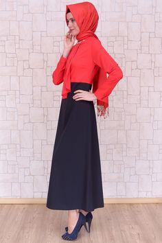 Önü Pile Ayrıntılı Nar Çiçeği Elbise, 140 cm uzunluğunda, astarsız, polyester kumaştan Pay Butik tarafından üretilmiştir.