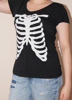Kup mój przedmiot na #Vinted http://www.vinted.pl/kobiety/koszulki-z-krotkim-rekawem-t-shirty/9826990-czarna-koszulka-t-shirt-hm-zebra-szkielet-klatka-piersiowa
