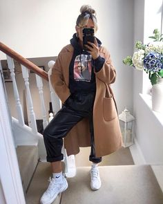 outfits with sweatpants * outfits . outfits for school . outfits with leggings . outfits with air force ones . outfits with sweatpants . outfits with black jeans Winter Fashion Outfits, Look Fashion, Autumn Fashion, Dress Fashion, Womens Fashion, Spring Outfits, Classy Fall Outfits, Gucci Fashion, Miami Fashion