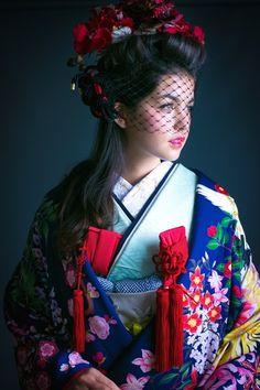 青山にある花嫁着物レンタル専門店*『CUCURU』の古典でモダンな色打掛に感動♡にて紹介している画像 Beauty Photography, Editorial Photography, Geisha Art, Wedding Kimono, Kimono Dress, Kimono Style, Kimono Pattern, Japanese Outfits, Japanese Beauty