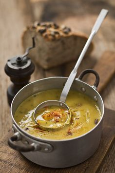 ideal la sopa de calabaza Pumpkin and Leak Soup Pumpkin Soup, Pumpkin Recipes, Canned Pumpkin, Vegetarian Recipes, Snack Recipes, Healthy Recipes, Potato And Leak Soup, Leek Soup, Antipasto