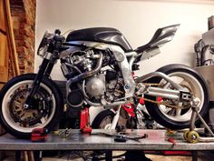 The bike that Guy built! Guy Martin's GSX-R 1100 Turbo as seen on Channel 4's Speed Series (Pike Peak Episode). So overpowered.