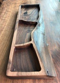 라이브 에지 원목 보관함 : 네이버 블로그 Diy Cutting Board, Wood Cutting Boards, Wooden Art, Wooden Crafts, Wooden Platters, Wood Bowls, Diy Wood Projects, Wood Design, Woodworking Crafts