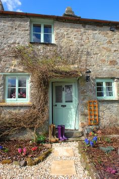 (ajoyfulcottage) Eine Tour durch Pixie Nook Cottage in Cornwall. (ajoyfulcottage) Eine Tour durch Pixie Nook Cottage in Cornwall. The post (ajoyfulcottage) Eine Tour durch Pixie Nook Cottage in Cornwall. appeared first on Landhaus ideen. Cottage Door, Cottage Exterior, Cottage Living, Cottage Homes, Cottage Windows, Cottage Shabby Chic, Cottage Style Decor, Cozy Cottage, Cottage Style Front Doors