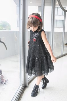 Kids Fashion Winter 2018 Guggenheim New York With Kids Mimisol Fall Winter 2018 you can find similar pins. Little Girl Fashion, Little Girl Dresses, Kids Fashion Blog, Kids Clothes Sale, Look Girl, Kind Mode, Kids Wear, Kids Boys, Baby Dress