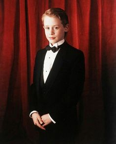 Macaulay Culkin Home Alone, Elijah Wood, Celebs, Movies, Celebrities, Films, Cinema, Celebrity, Movie