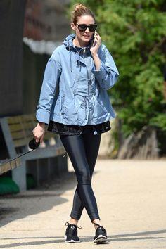 Se inspire com os looks fitness das celebs. Olivia Palermo foi passear com o cachorro no estilo fashion casual