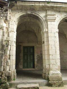 Montreuil-Bellay, le prieuré Saint-Nicolas dit Les NOBIS, 2) Le cloître est couvert de voûtes d'arêtes à liernes, et rappelle notamment ceux des abbayes de Saint-Maur au Thoureil et de saint-Serge d'Angers (XVII°s).