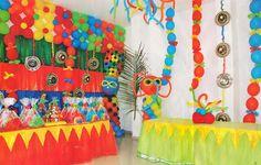 Resultado de imagen para decoracion de carnaval de barranquilla para fiestas Science Projects, Congo, Quinceanera, 2nd Birthday, Room Decor, Google, Home, Carnival Parties, Paper Pom Poms